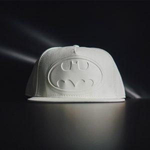 Merch Snapback White Badge Batman